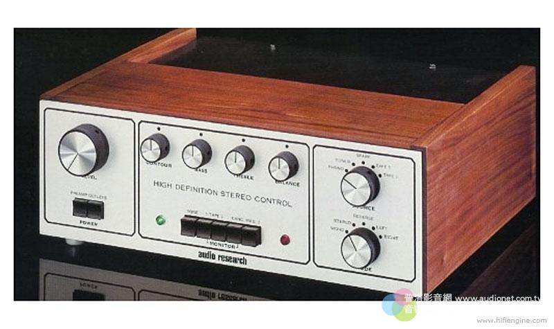 上圖是Audio Research的經典前級SP3,推出於1972年,也是Livio致敬的對象,G系列那充滿復古風情的旋鈕,就是取材自SP3。此外面板上的框線,也與SP3遙相呼應。