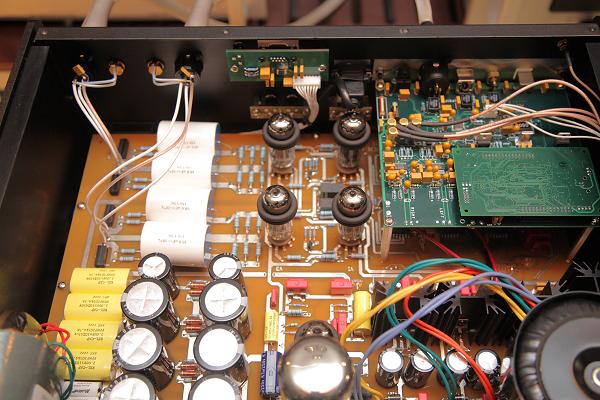 信號管是4支6H30P雙三極管,構成全平衡架構。