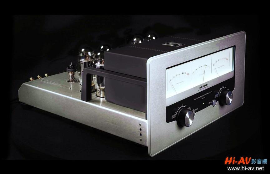 GS150後級可說是Audio Research參考後級REF 150的全面進化版,雖然同樣都是每聲道150瓦輸出功率,也都採用4支6H30訊號管,但8支功率管卻從KT120改為KT150,內部電路與電源佈局也都翻新升級。不僅如此,GS150更令人驚喜的是外觀,來自Audio Research博物館經典器材的靈感,讓這部現代後級的前面板多了古典元素:三個漂亮搶眼的超大型指針表頭,散發出極為迷人的濃厚復古韻味。