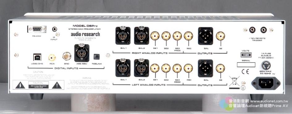 DSPre的背板有五種數位輸入端子,二種類比輸出端子,高級機種必備的平衡輸入輸出端子當然不會少,比較特別的是加入了多室控制的端子,而連動觸發功能則是為了與DS系列產品連接之用。
