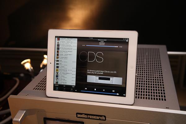 目前Audio Research尚未推出自己的控制軟體,因此蘇老闆目前以PlugPlayer app,透過iPad來遙控。