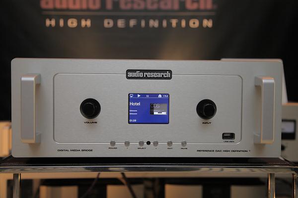 Reference DAC還提供升頻功能,44.1可升頻88.2與176.4,48則可升至96與192。Reference DAC的建議售價為79.8萬,只比R5前級貴一些喔!