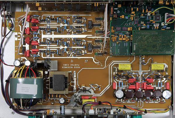 比對ARC DAC8的內部照片,不難發現DSPre大多數的電路都與之極為類似,沒錯,DSPre的DAC部分便是把DAC8移植進來,你說這樣它抵不抵買!