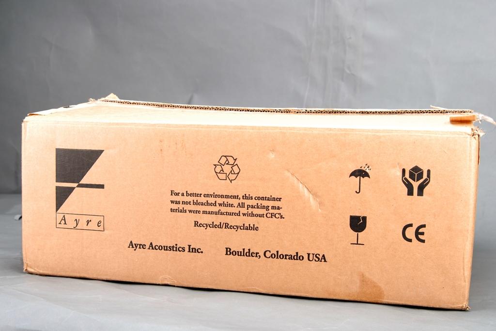 是的,這次開箱的就是QA-9「類比數位轉換器」。別看箱子這麼大,其實QA-9非常小巧輕盈。