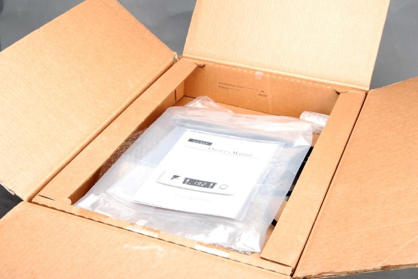 打開箱子裡面先看到說明書,還有配件。