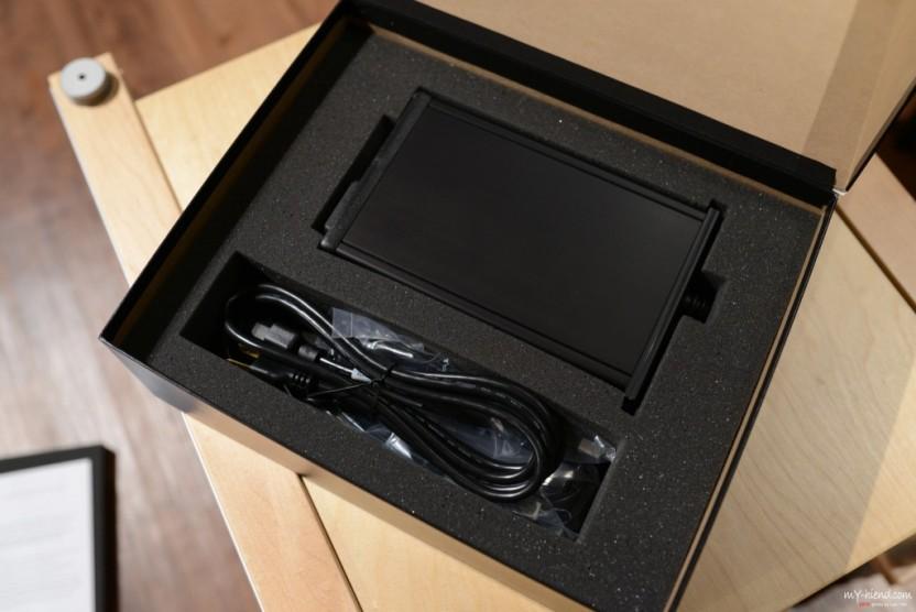 隨機附上的小黑電源線及USB線