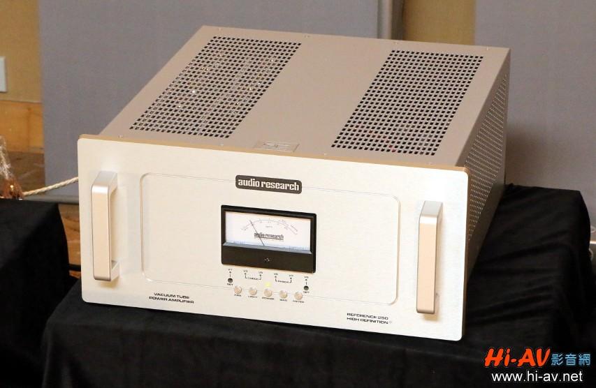 負責驅動Dynaudio Evidence Master喇叭的是Audio Research Reference 250 SE單聲道後級,優異的驅動及控制力讓前者快速精準的聲音特質得以充分展現,其詳細剖析與多篇器材評鑑報導可點擊查閱本站【影音終極百科】Audio Research Reference 250專屬頁面。