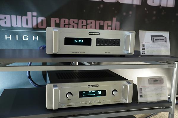 由上而下是Audio Research CD5 CD唱盤和LS27前級。