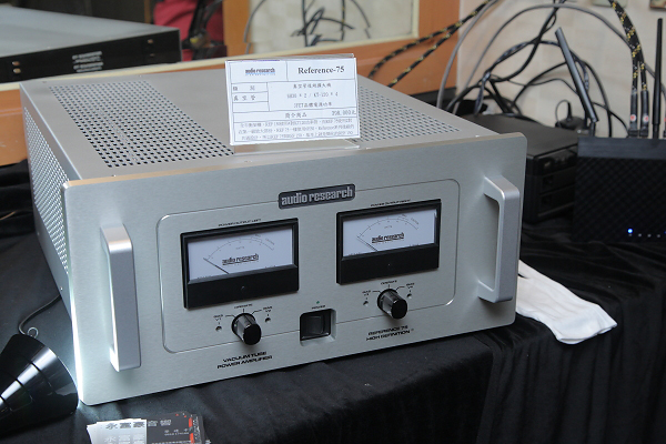 今年才發表的Audio Research Reference 75後級(398000元),是一部非常有競爭力的機種。