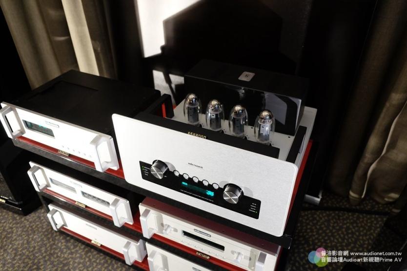 現場搭配的是Audio Resaerch新推出的GSi 75真空管綜擴,內建DAC與耳擴線路,原價798,000元,展場超優惠特價588,888元,優惠限量10台,購買者還贈送原價8,000元的Musical Fidelity MF-100耳機,的省很大!