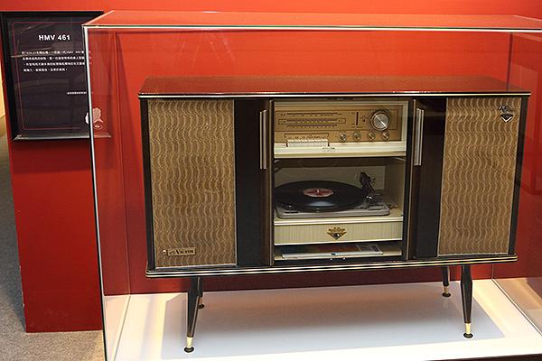 HMV 461桌上型留聲機,同樣是Victor的產品。