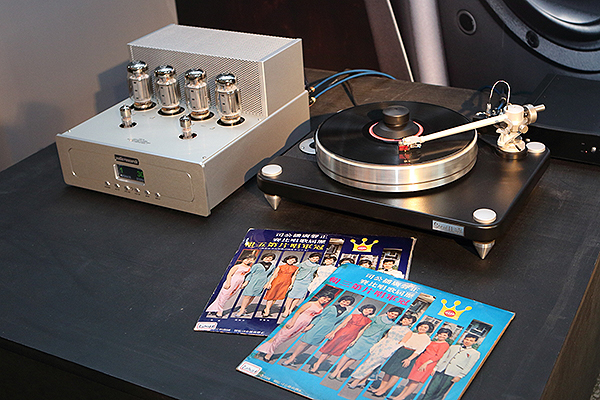 Audio Research擴大機與VPI黑膠唱盤的搭配組合,同時也是記者會當天唯一有發聲的音響組合喔!
