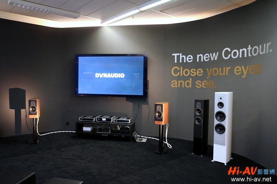 展房面積達四十坪以上,但Dynaudio竟然以最小的Contour 20書架式喇叭上陣,在NAD擴大機的驅動下能量與音場都相當龐大。